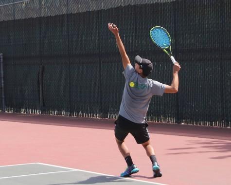 Men's Tennis loses 5-4 at quarters