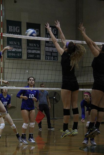 Modesto Noelle Vleisides attempts to block a shot made by Modesto in the final game of the season held Nov. 18