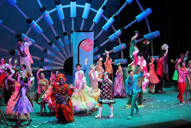 The+%22Hairspray%22+cast+waves+to+the+audience+during+their+final+bow+just+after+singing%2C+%22You+Can%27t+Stop+the+Beat.%22+