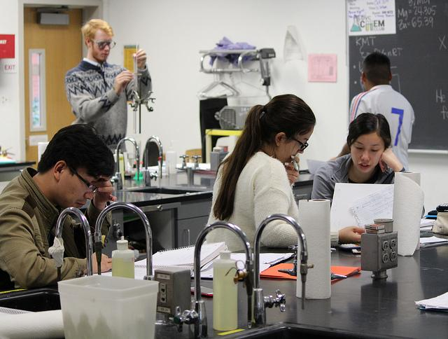 From left to right, students Quan Hoang, Whitman Hall, Mercedeh Yazdani and Siobhan Sher finish their chemistry lab in the Physical Science Building. Non-science majors will be able to take chemistry 106 and chemistry 107 in approaching semesters. Alberto Chang / The Inquirer
