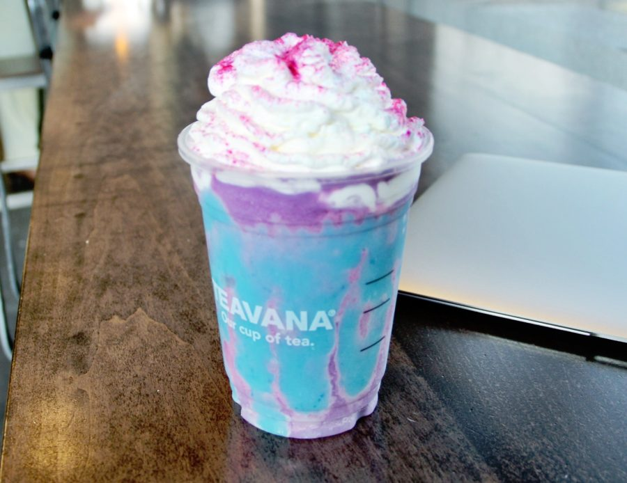 Starbucks%27+Unicorn+Frappuccino+on+its+release+date.