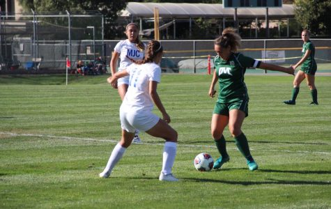Women's soccer picks up another win, at the expense of goalkeeper Davis