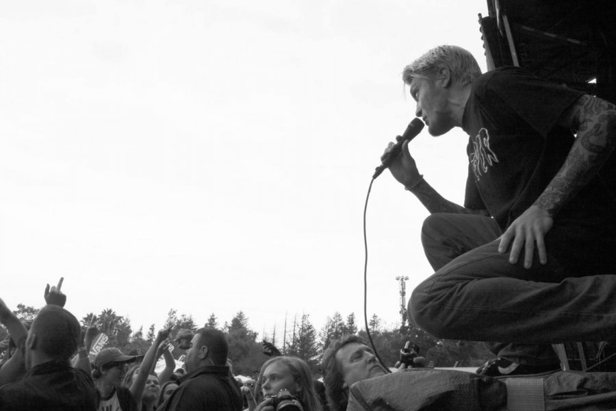 Ben Barlow of Neck Deep singing into a crowd of fans at Warped Tour 2017