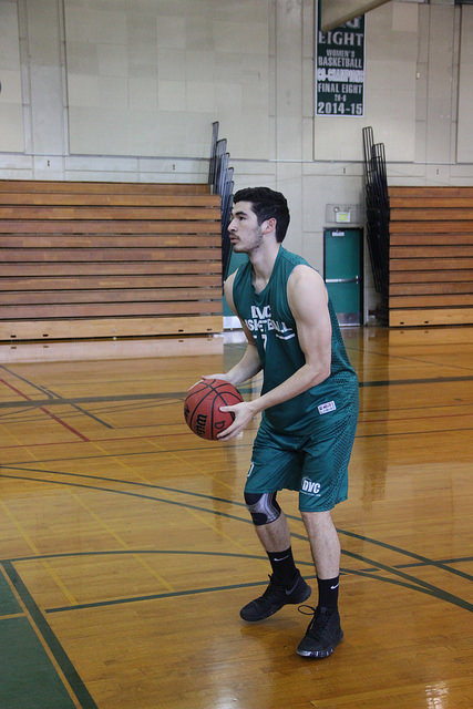 DVC basketball player overcomes major knee injuries – The