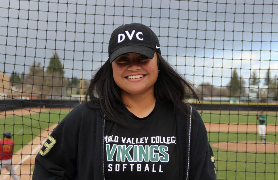 Sita+Manoa+before+a+softball+practice+at+Diablo+Valley+College+on+Feb.+22%2C+2018.