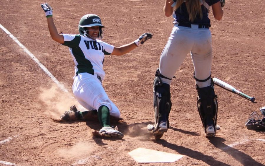 Mariah Schuchart scores the go-ahead run in the seventh inning.