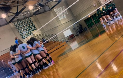 Diablo Valley College's women's volleyball team huddles together before match against Ohlone on Friday, Sept. 7, 2018. (Isabel Villalobos)