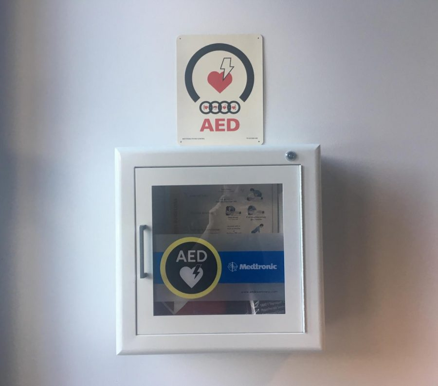 An+AED+kit+located+in+the+Advanced+Technology+building.+Photo+was+taken+on+Nov.+7+2018.+%28Emma+Hall%2FThe+Inquirer%29.+