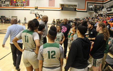 Head Coach Ramaundo Vaughn talks to his players during the semifinals matchup of the CCCAA State Semifinals against San Joaquin Delta on March 16, 2019. The Vikings won 67-59. (Alex Martin/The inquirer)