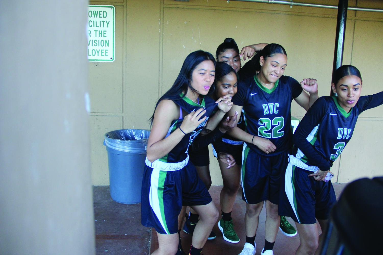 Women's Basketball Team Photoshoot – The Inquirer